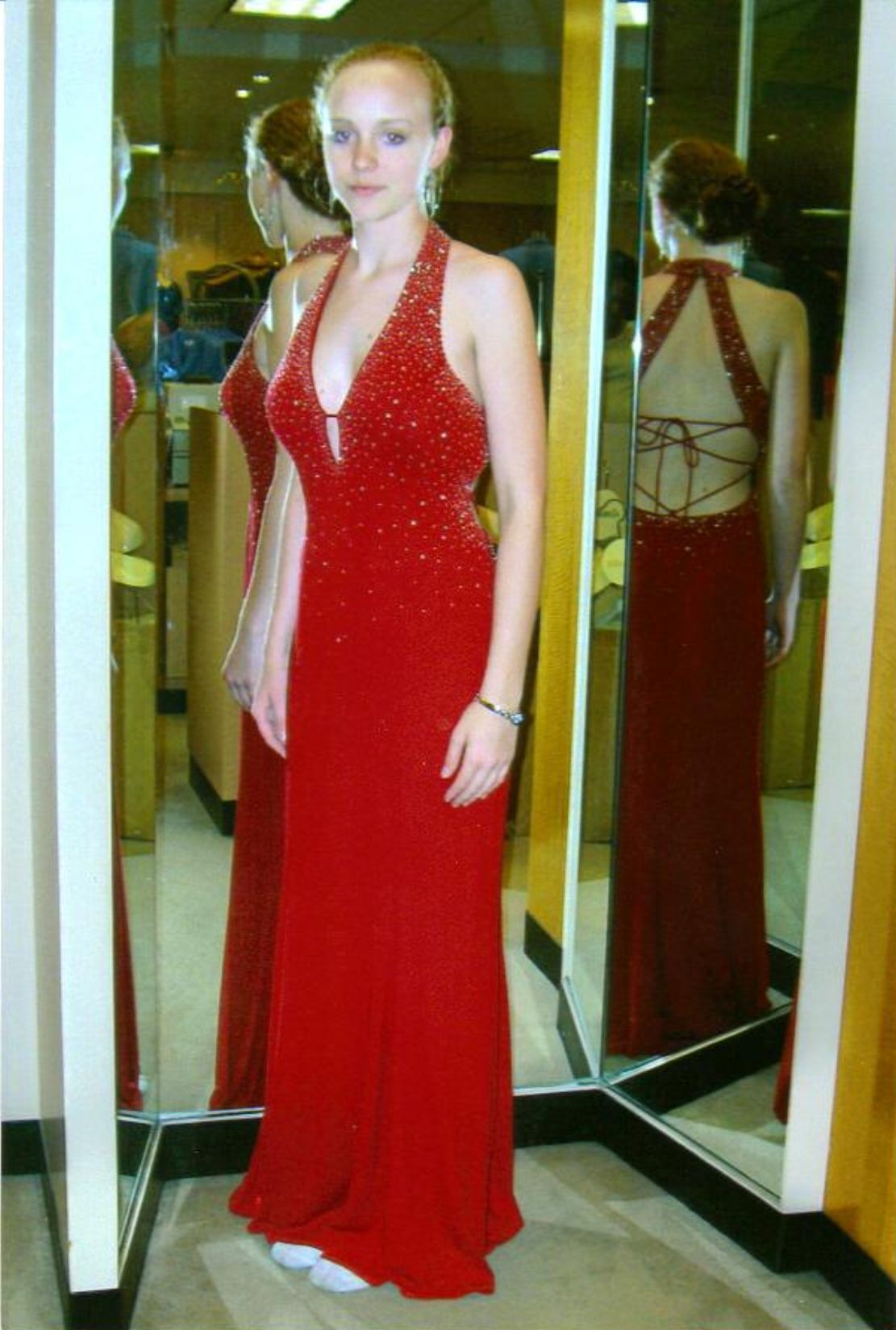 http://w4rb.com/photogallery/photo18395/Heather%27s%20Red%20Dress.jpg